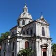 fotografia da fachada principal da igreja da memória, com a sua cúlpula, e entrada frontal